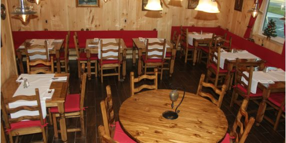 german-deli-and-jagerstuble-dining-area